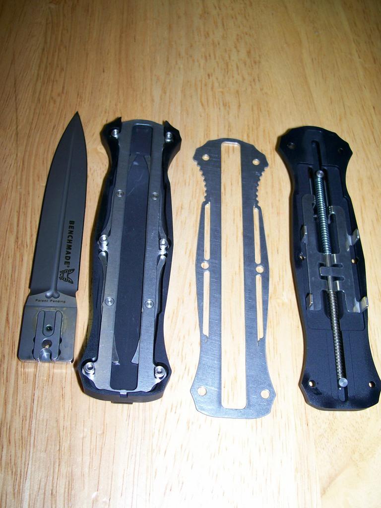 Выкидной нож с фронтальным выбросом клинка своими
