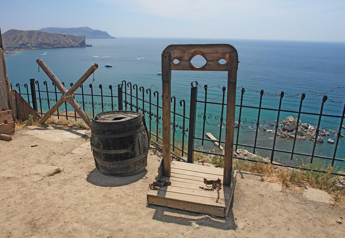 Выставка орудий пыток в Судакской крепости